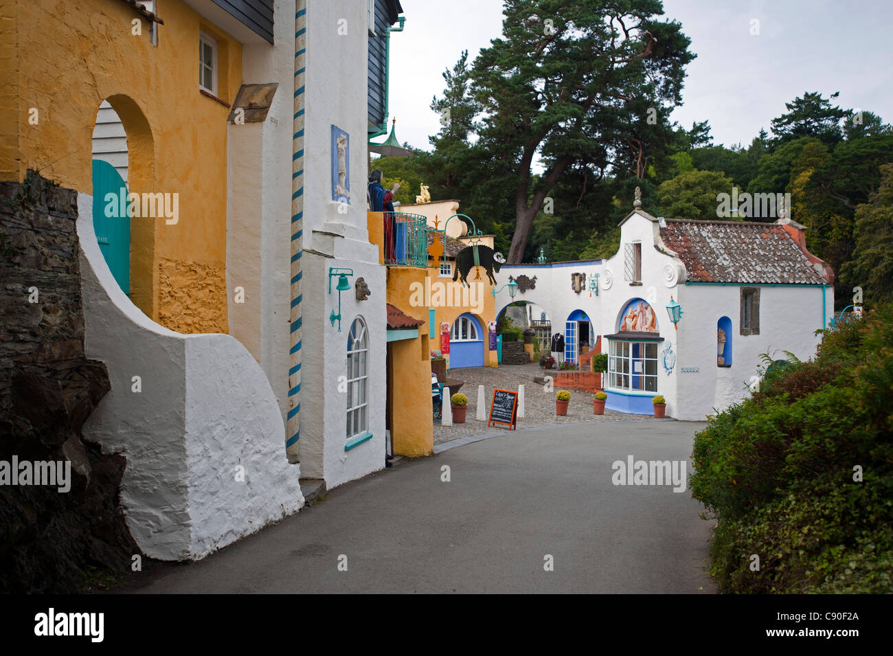 The village of Portmeirion, founded by Welsh architekt Sir Clough Williams-Ellis in 1926, Portmeirion, Wales, UK - Stock Image