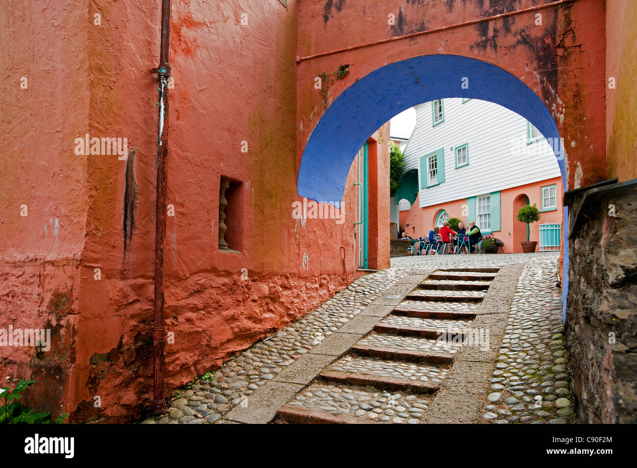 Archway in the village of Portmeirion, founded by Welsh architekt Sir Clough Williams-Ellis in 1926, Portmeirion, - Stock Image