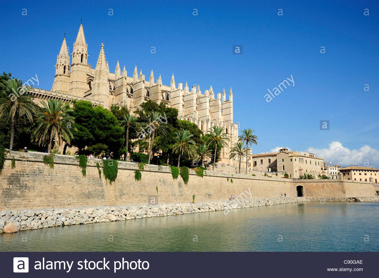 Cathedral La Seu at the Parc de la Mar, Ciutat Antiga, Palma de Mallorca, Majorca, Balearic Islands, Mediterranean, - Stock Image
