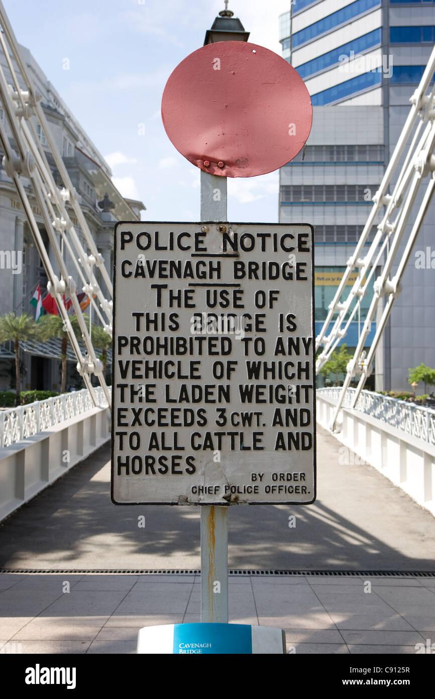 Singapore River: Cavenagh Bridge sign - Stock Image