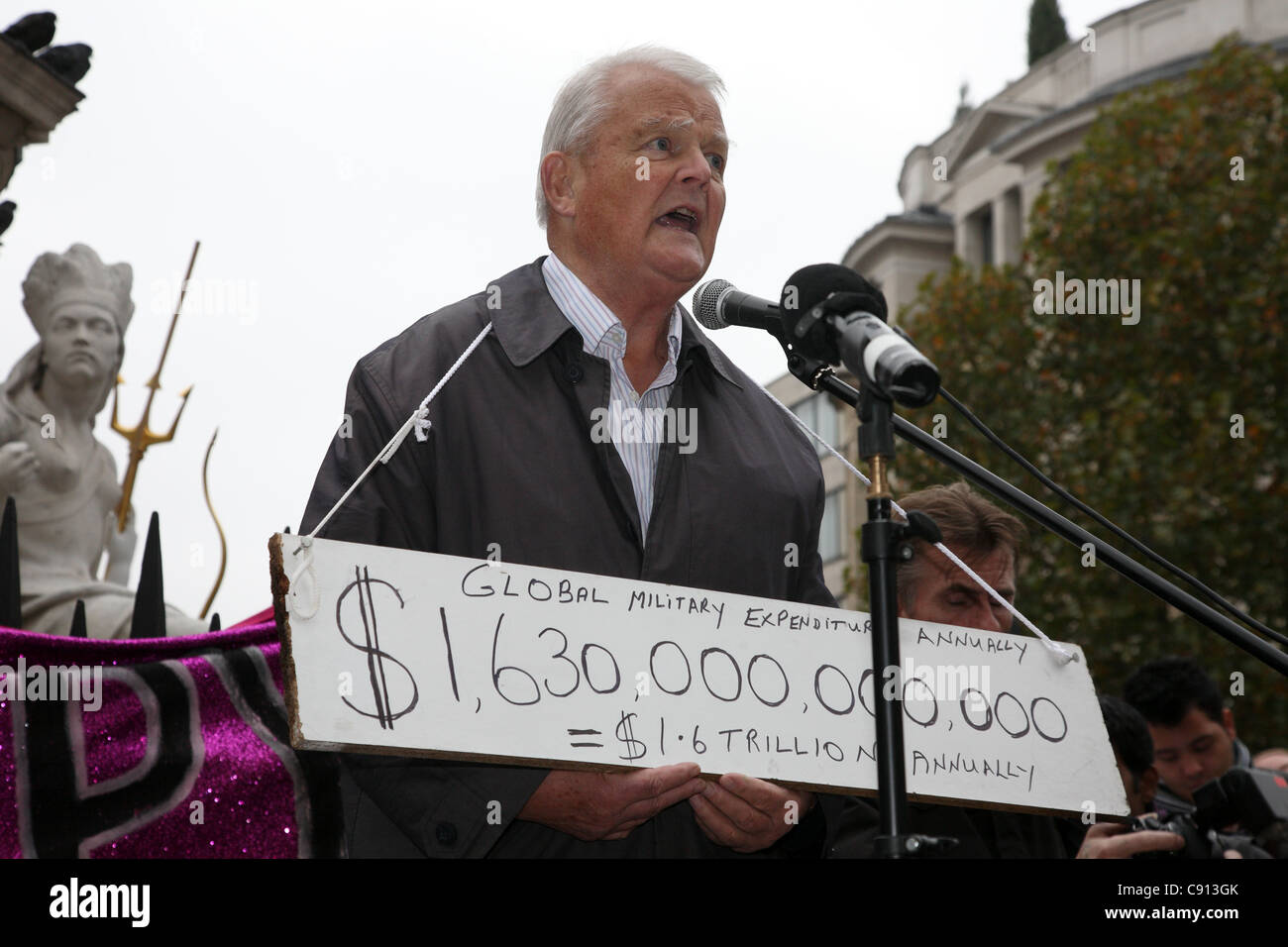 Bruce Kent making a speech at the occupy London protest at St Paul's, London, Uk. - Stock Image