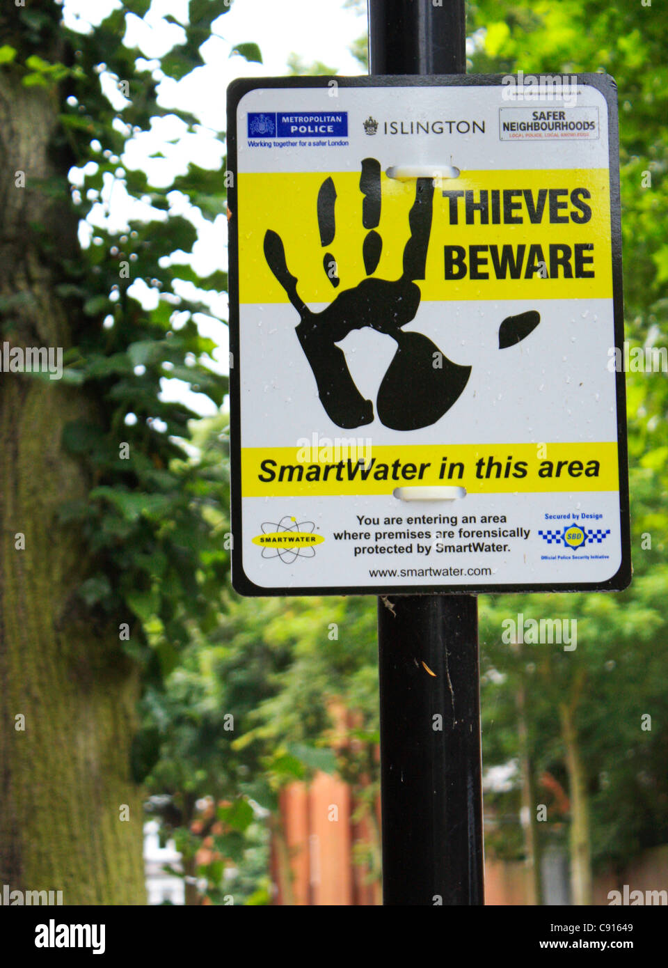 thieves beware sign - Stock Image