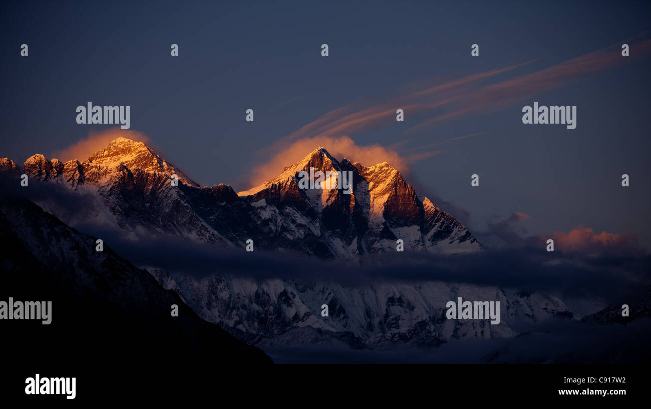 Sunset over Mount Everest, Sagarmatha National Park, Nepal - Stock Image