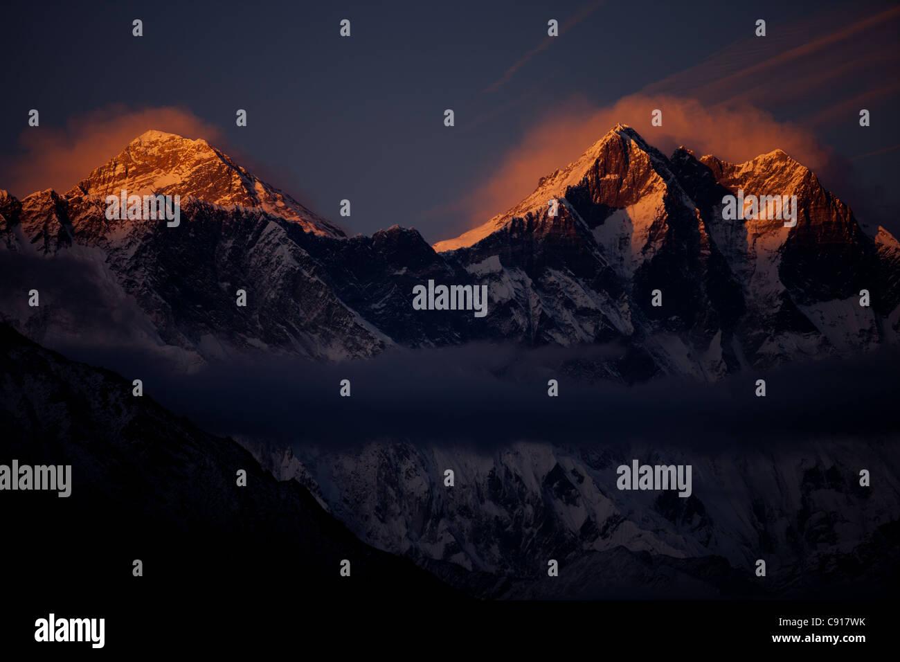 Sunset over Mount Everest, Sagarmatha National Park, Nepal - Stock Image