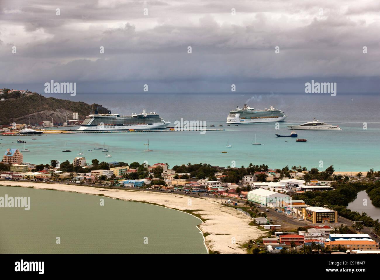 Sint Maarten, Caribbean island, Philipsburg. Cruise ships moored at passengers terminal in Great bay. - Stock Image