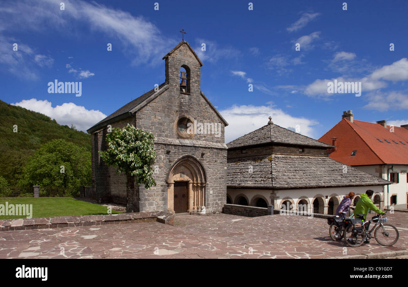 Pilgrims with bicycles in front of the church Iglesia de Santiago Iglesia de los Peregrinos Roncesvalles Province - Stock Image