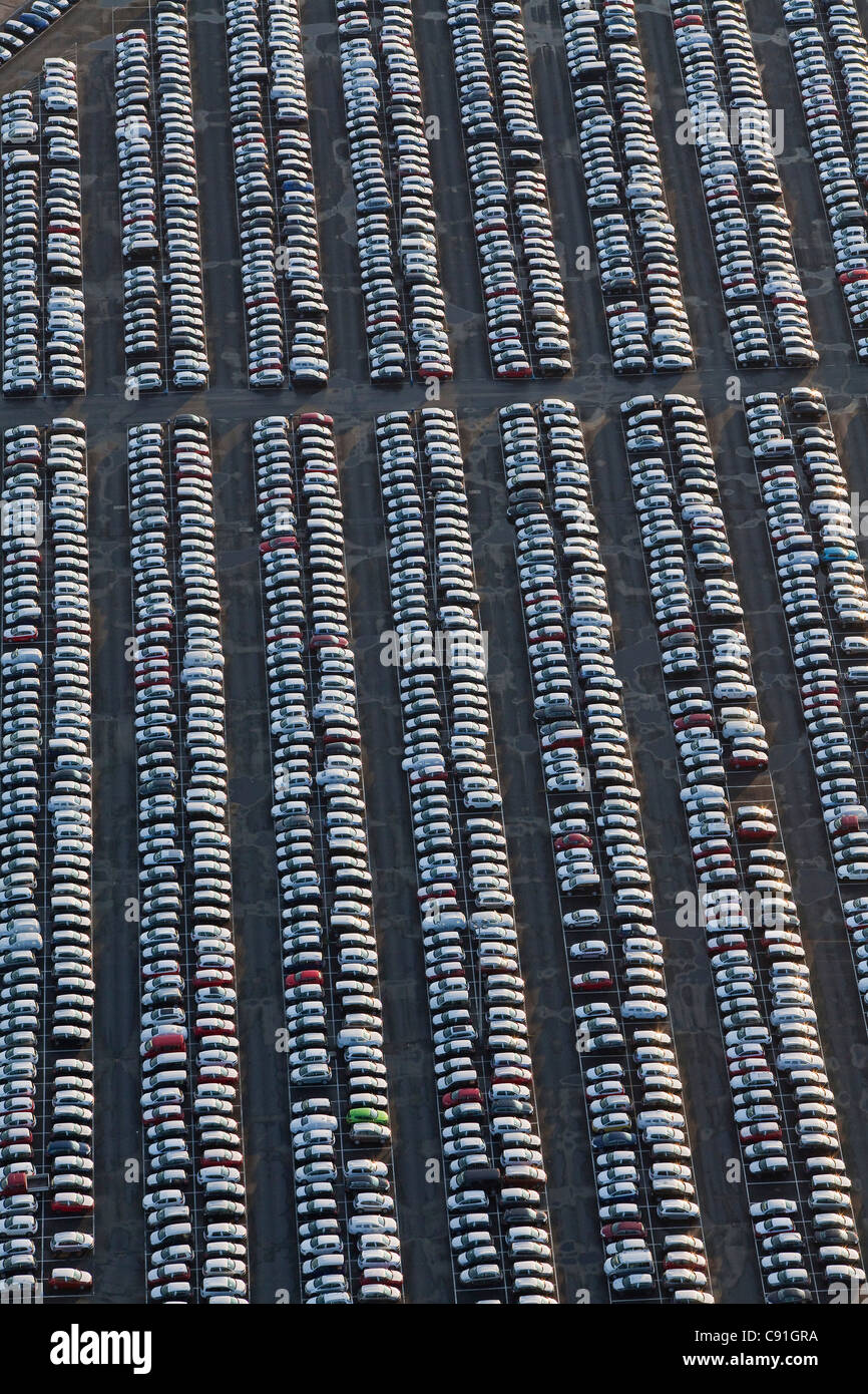 Aerial view of many parked vehicles at Volkswagen automobile plant, Wolfsburg, Lower Saxony Germany - Stock Image