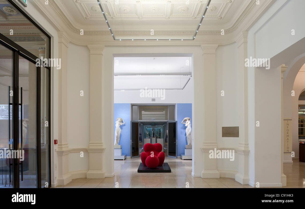 Foyer and entry to the exhibition Body & Soul. Menschenbilder aus vier Jahrtausenden Museum fuer Kunst und - Stock Image