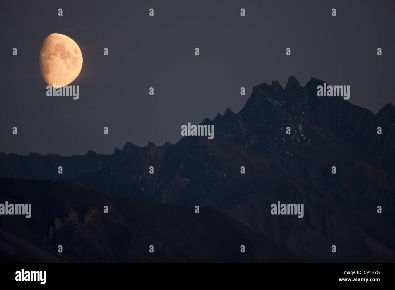Moonrise over mountains near Teklanika, Denali National Park, Interior Alaska, Autumn - Stock Image