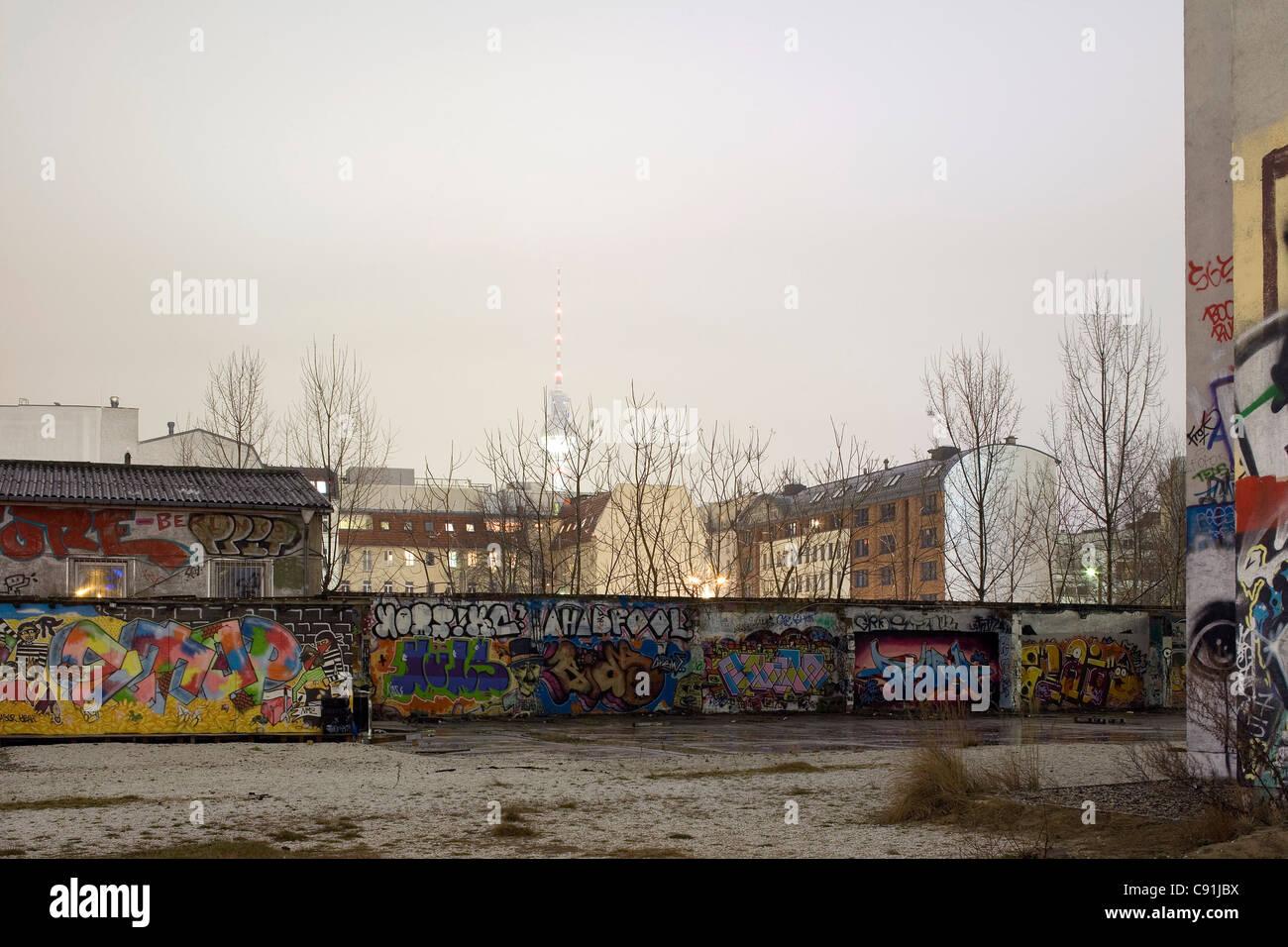 A backyard in Berlin with graffiti, Berlin-Mitte, Berlin, Germany, Europe - Stock Image