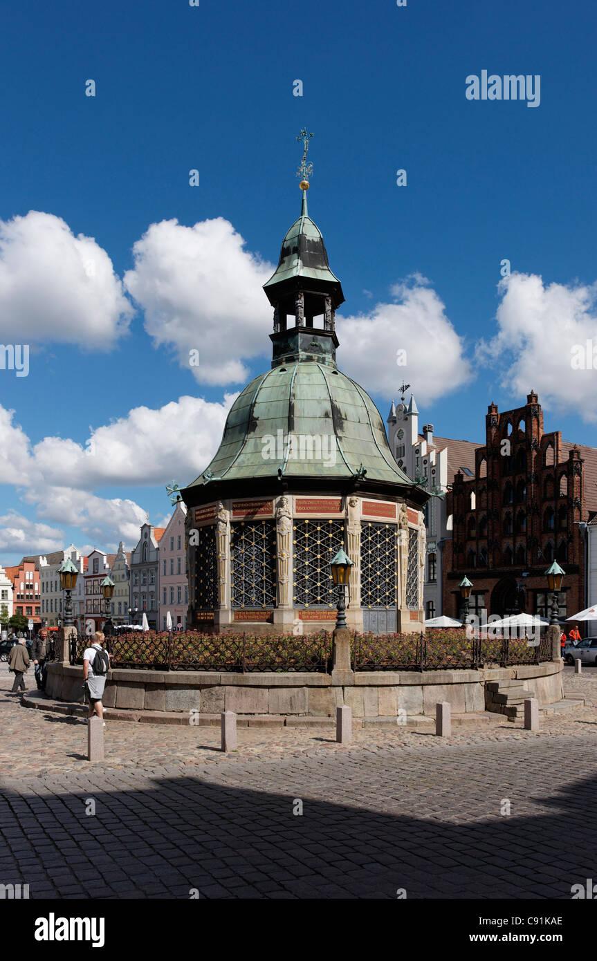 Water Art, Market, hanseatic cown Wismar, Mecklenburg-Western Pomerania, Germany - Stock Image