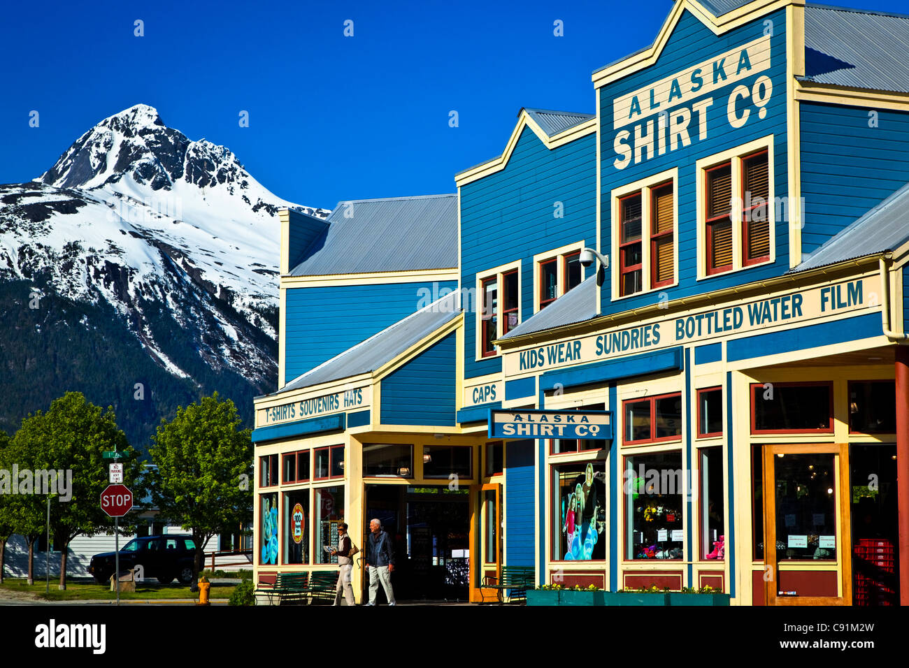 Tourists walking by a giftshop near cruiseship port, Skagway, Southeast Alaska, Summer - Stock Image