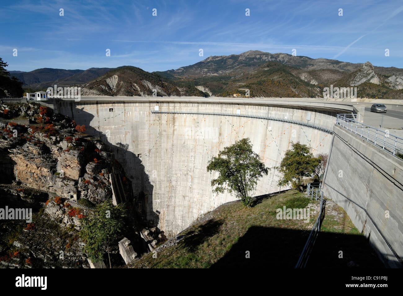 Castillon Dam or Barrage & Hydro-Electric Power Station, Demandolx, near Castellane, in southern French Alps - Stock Image
