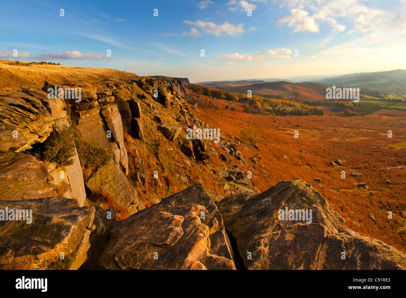 Stanage Edge escarpment and views of countryside in autumn, near Hathersage, Derbyshire, Peak district, England - Stock Image