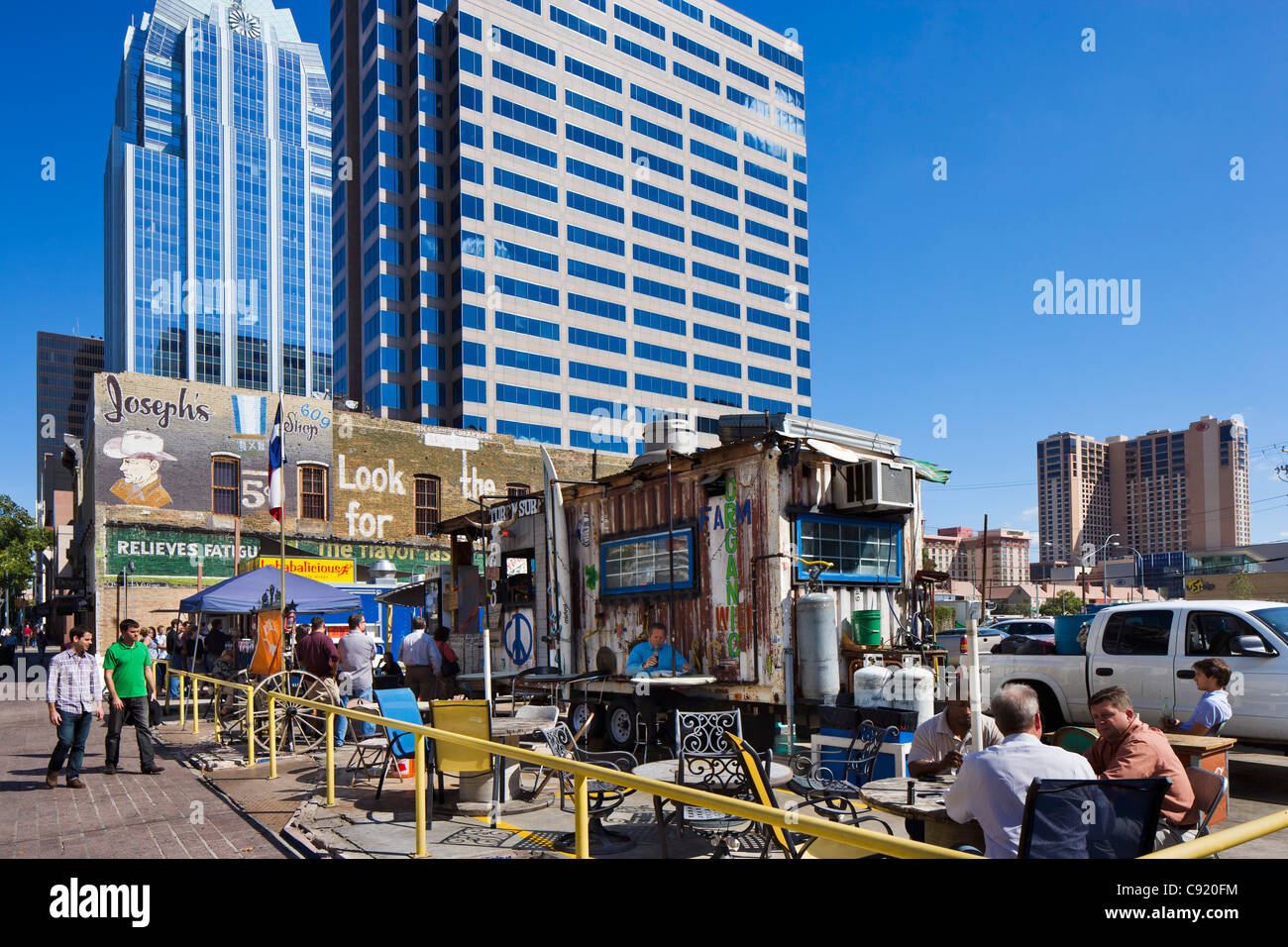 Office workers taking lunch at street stalls on Congress Avenue in historic downtown Austin, Texas, USA - Stock Image