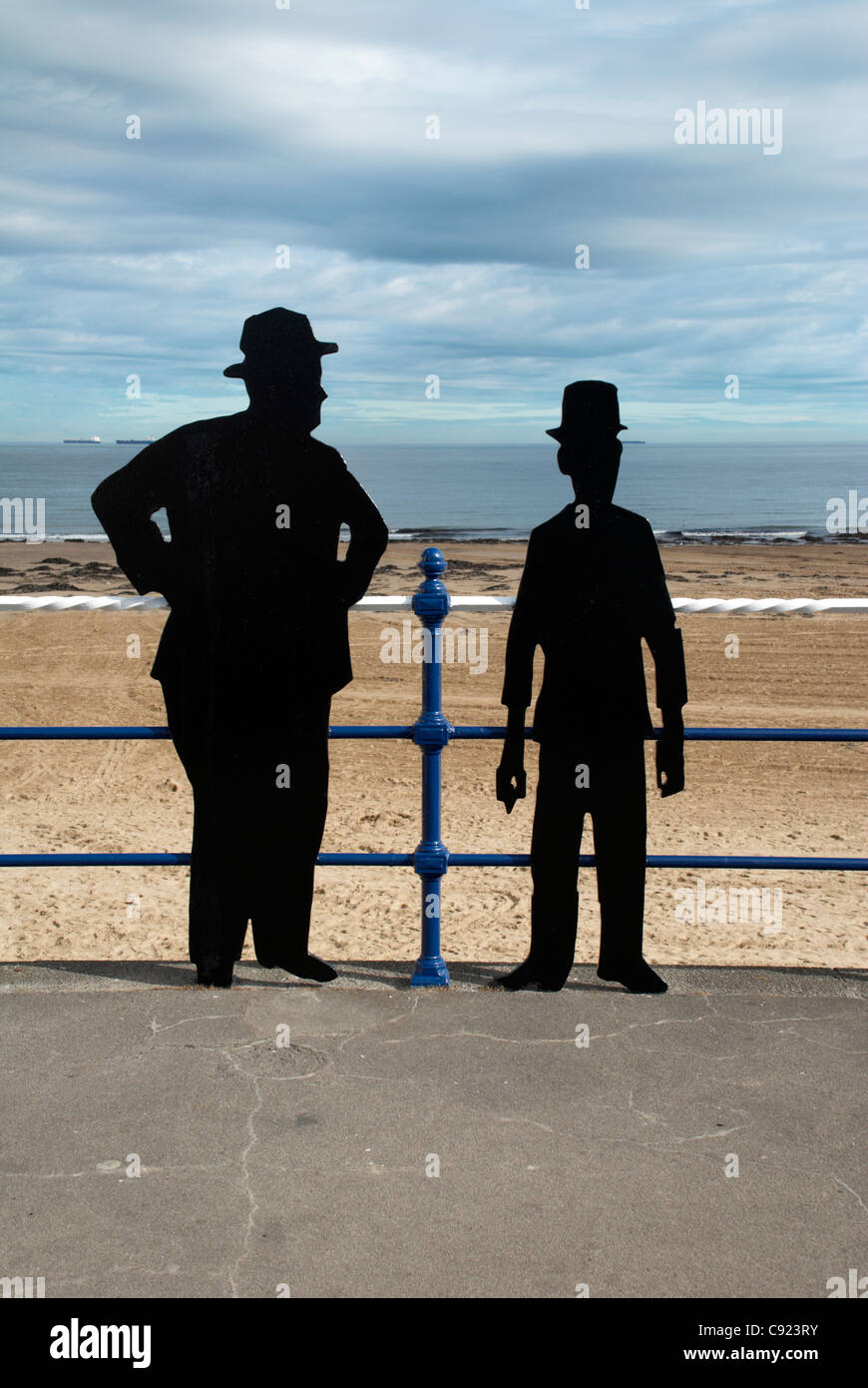 UK, Cleveland, Redcar, Laurel & Hardy silhouettes, Redcar sea front - Stock Image