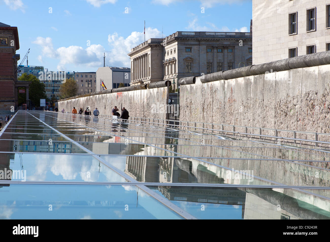new berlin wall timeline exhibition near topographie des terrors stock photo  39999787