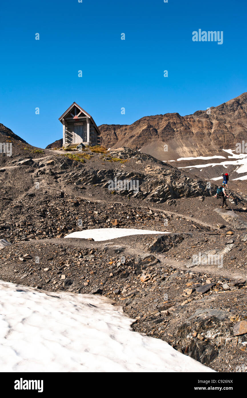 Hikers approach the Harding Icefield Shelter, Exit Glacier in Kenai Fjords National Park, Alaska - Stock Image