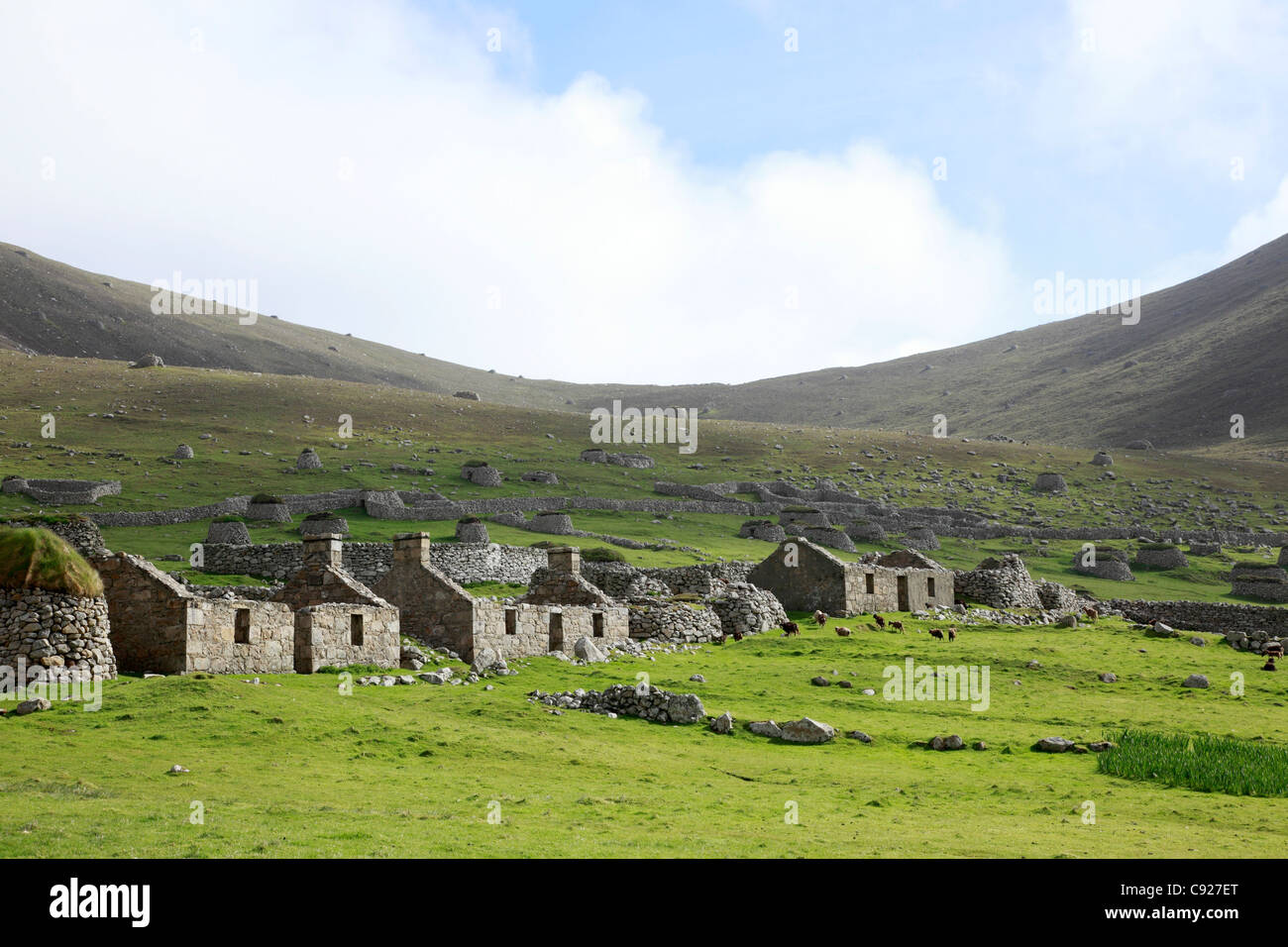 Row of derelict stone houses on the island of St Kilda in the Outer Hebrides, Scotland. - Stock Image