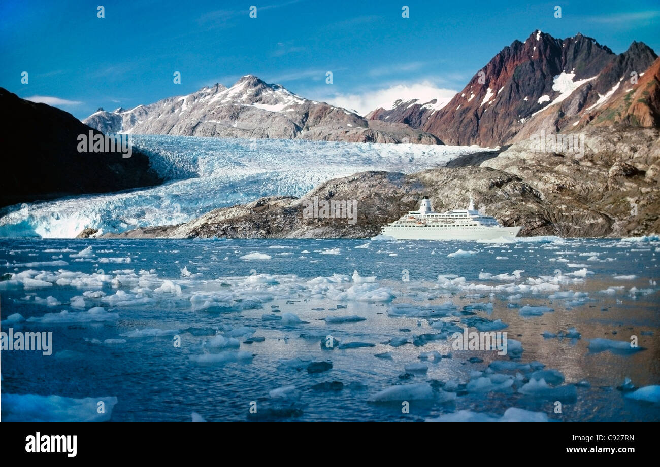 Scenic view of a cruise ship in Glacier Bay, Southeast Alaska, Summer - Stock Image