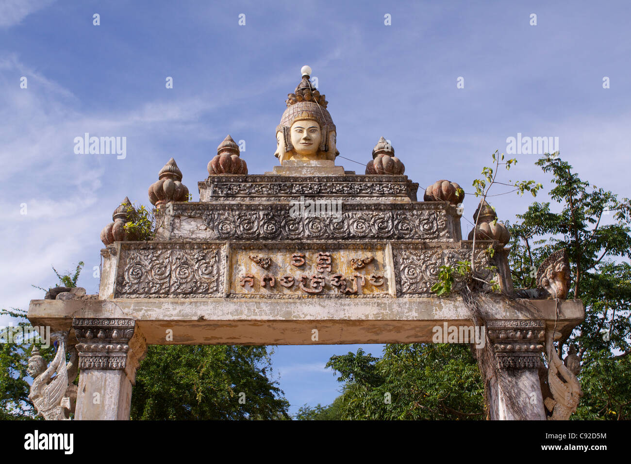 The Khmer entrance gate to Kampong Tralach Krom has famous ceramic detailing. - Stock Image