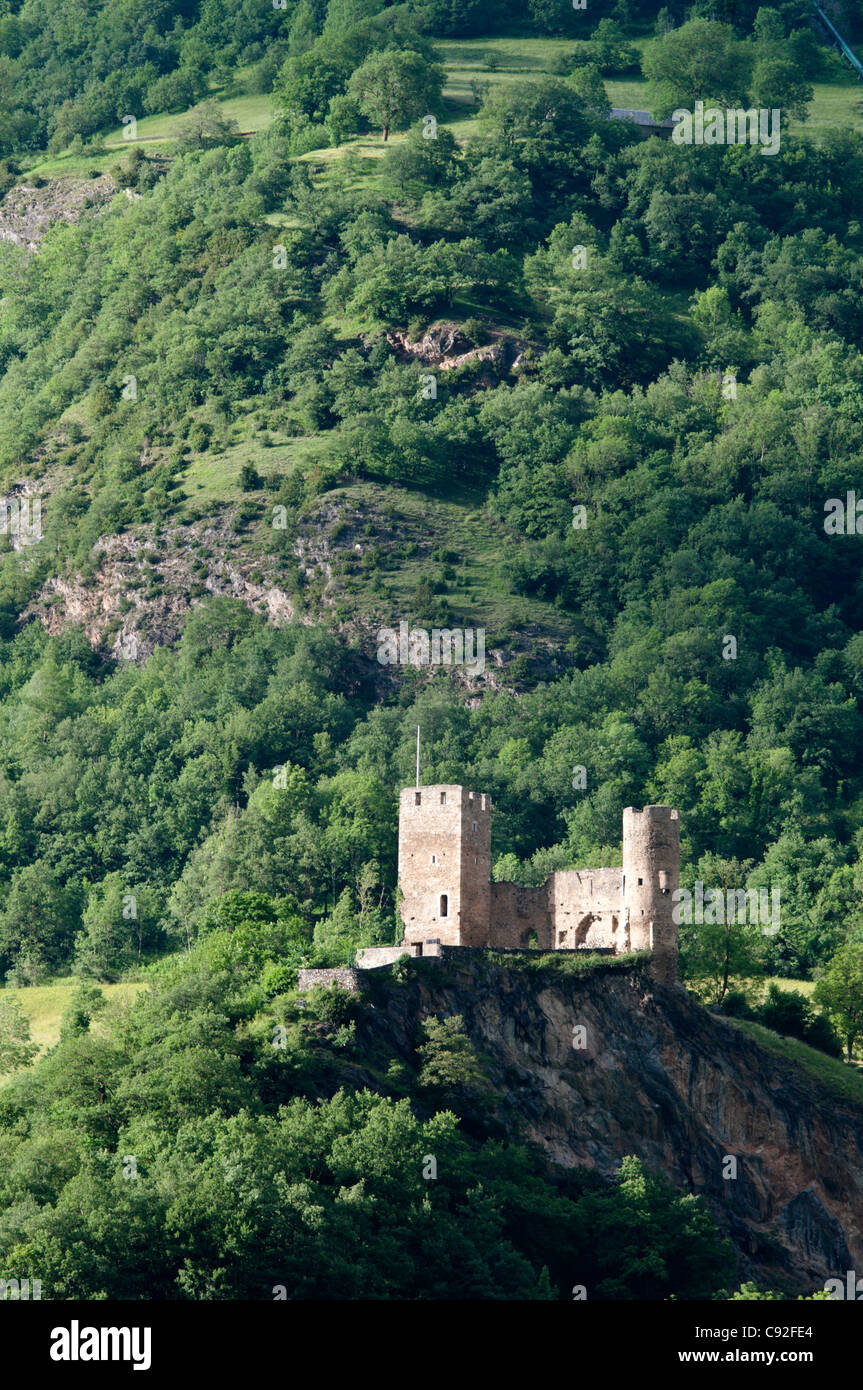 The castle of Santa Maria above the town of Luz-Saint-Sauveur, in the Pyrenees. - Stock Image