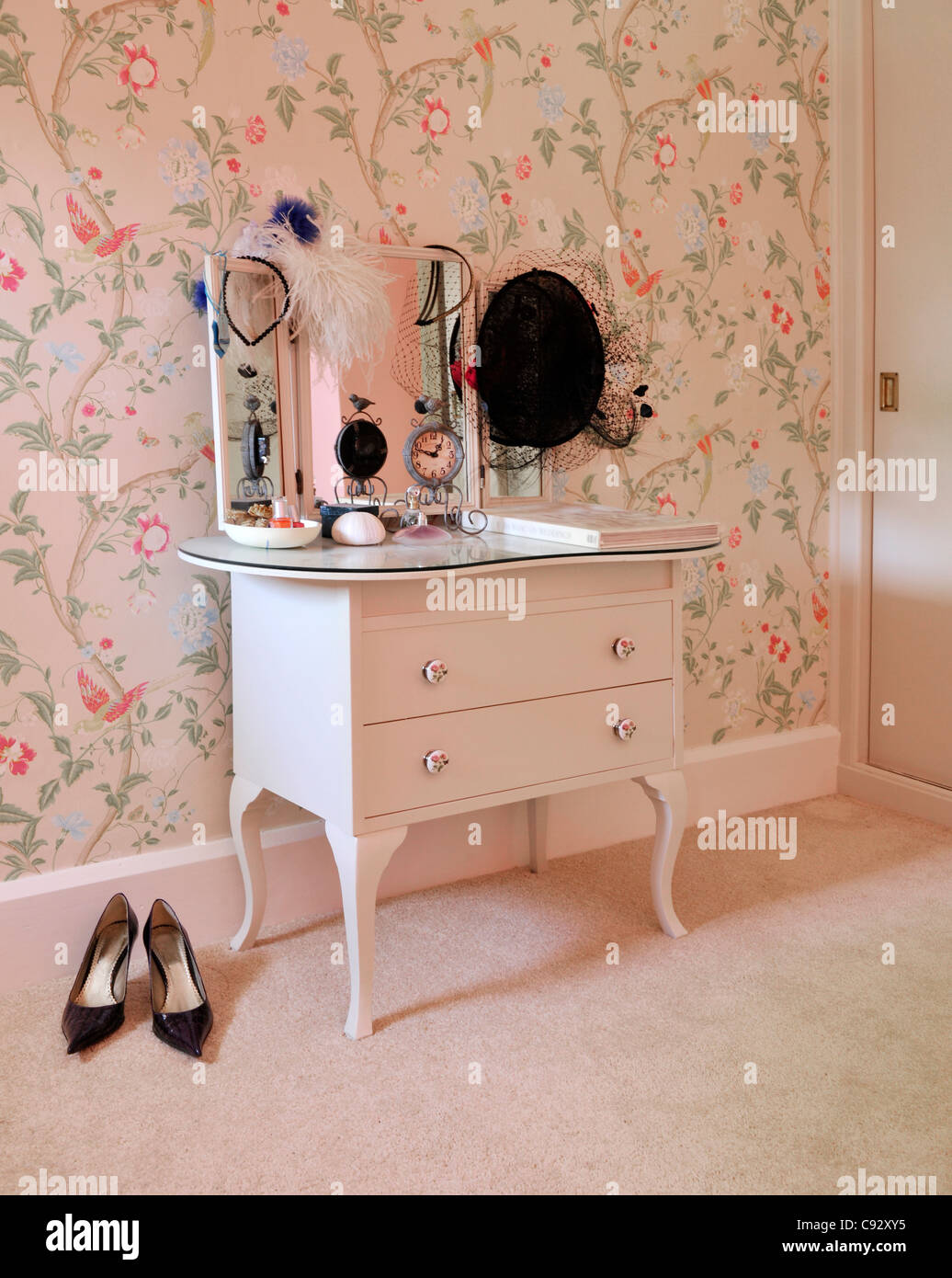 Attirant Dressing Tables Originated In The Eighteenth Century In France. They Were  Called _Ãu0027Ã