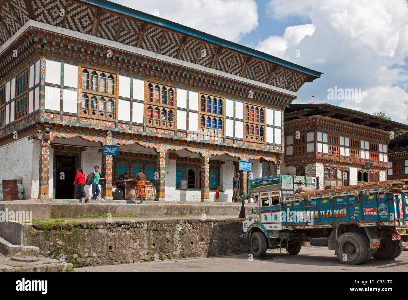 The attractive small shopping centre of Trashi Yangtse built in the traditional Bhutanese architectural style. - Stock Image