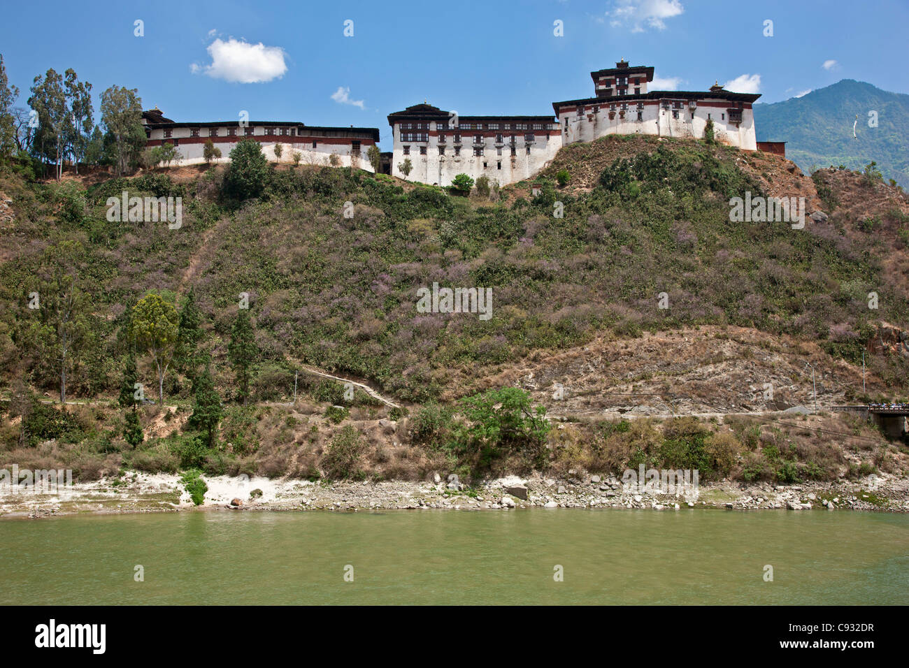 The massive Wangdue Phodrang Dzong is situated atop a high ridge between the Punak Tsang and Dang Chhu rivers. - Stock Image