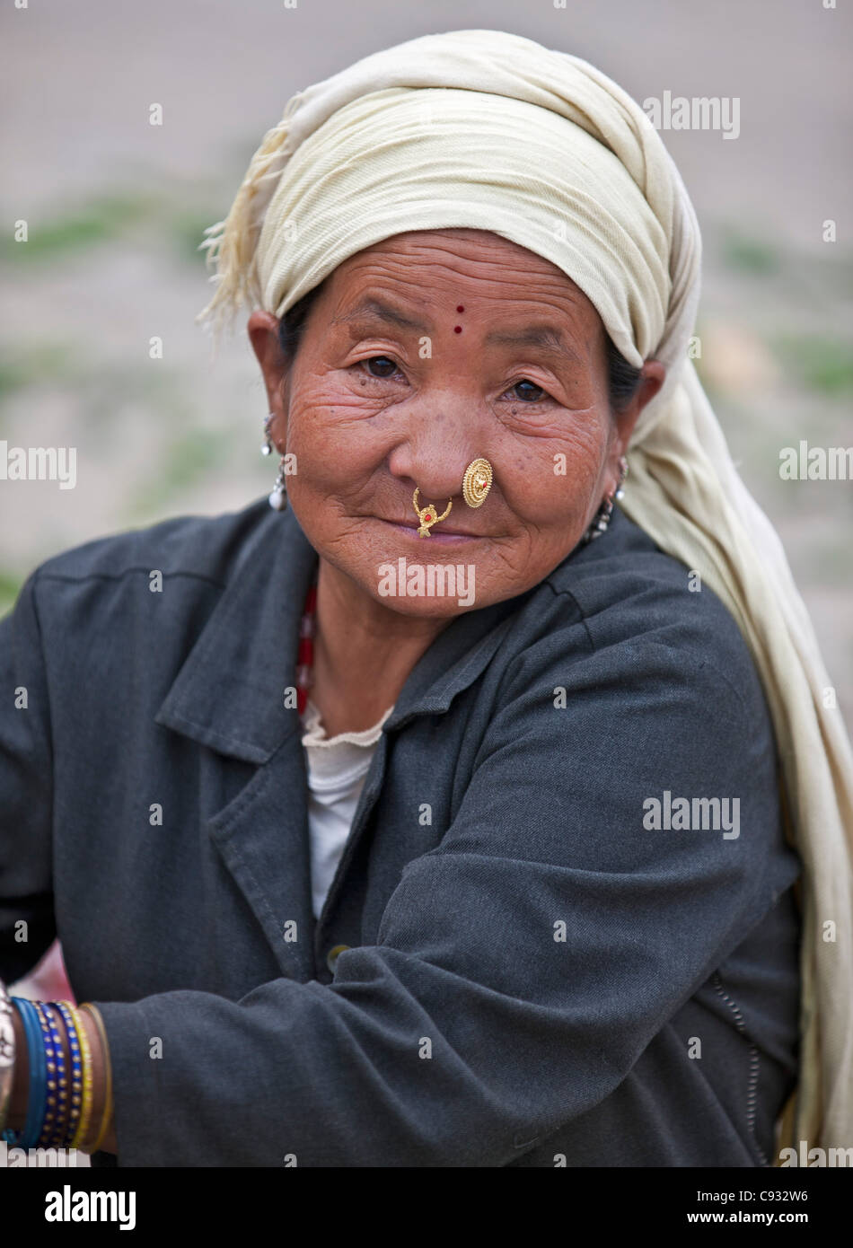 A Tibetan woman at Paro market. Many Bhutanese are descended from Tibetan immigrants. - Stock Image