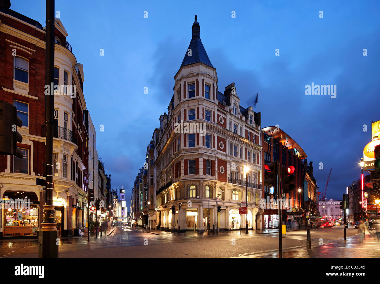 The Shaftesbury Avenue is home of some of the major theatres in London's West End. - Stock Image