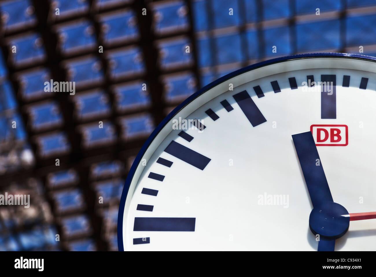 Deutsche Bahn railway station clock in the Berlin Main railway station, hauptbahnhofTiergarten, Berlin, Germany. - Stock Image