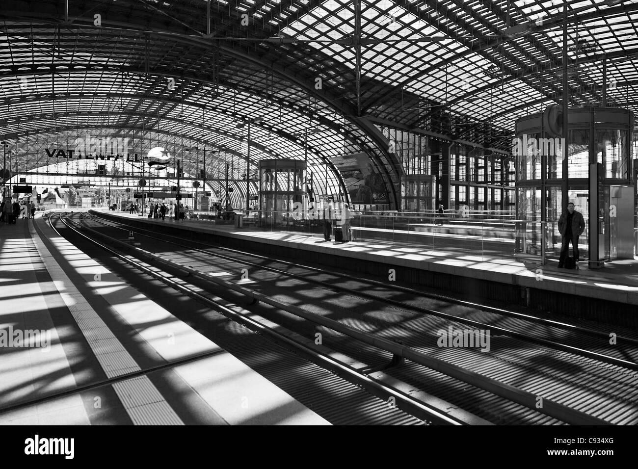 Railway tracks, platform and glass barrel vault roof of the Berlin Main Railway Station, Berlin, Germany. - Stock Image