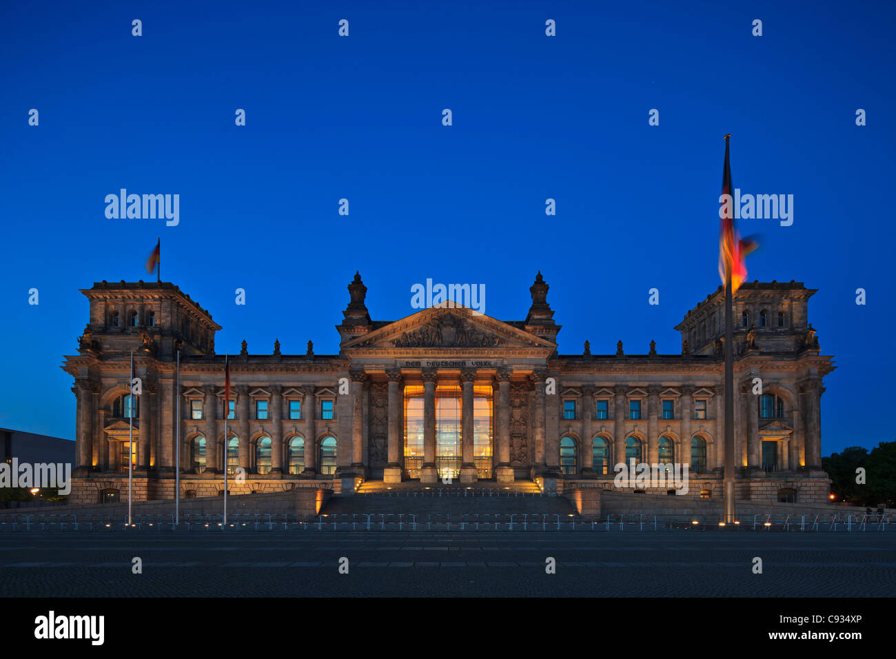Twilight view of the front facade of the Reichstag building in Tiergarten, Berlin, Germany - Stock Image