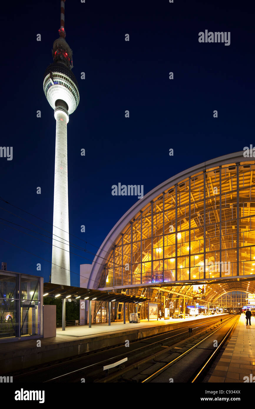 The  Berlin Fernsehturm by night with Berlin Alexanderplatz station in the foreground, Mitte, Berlin, Germany. - Stock Image