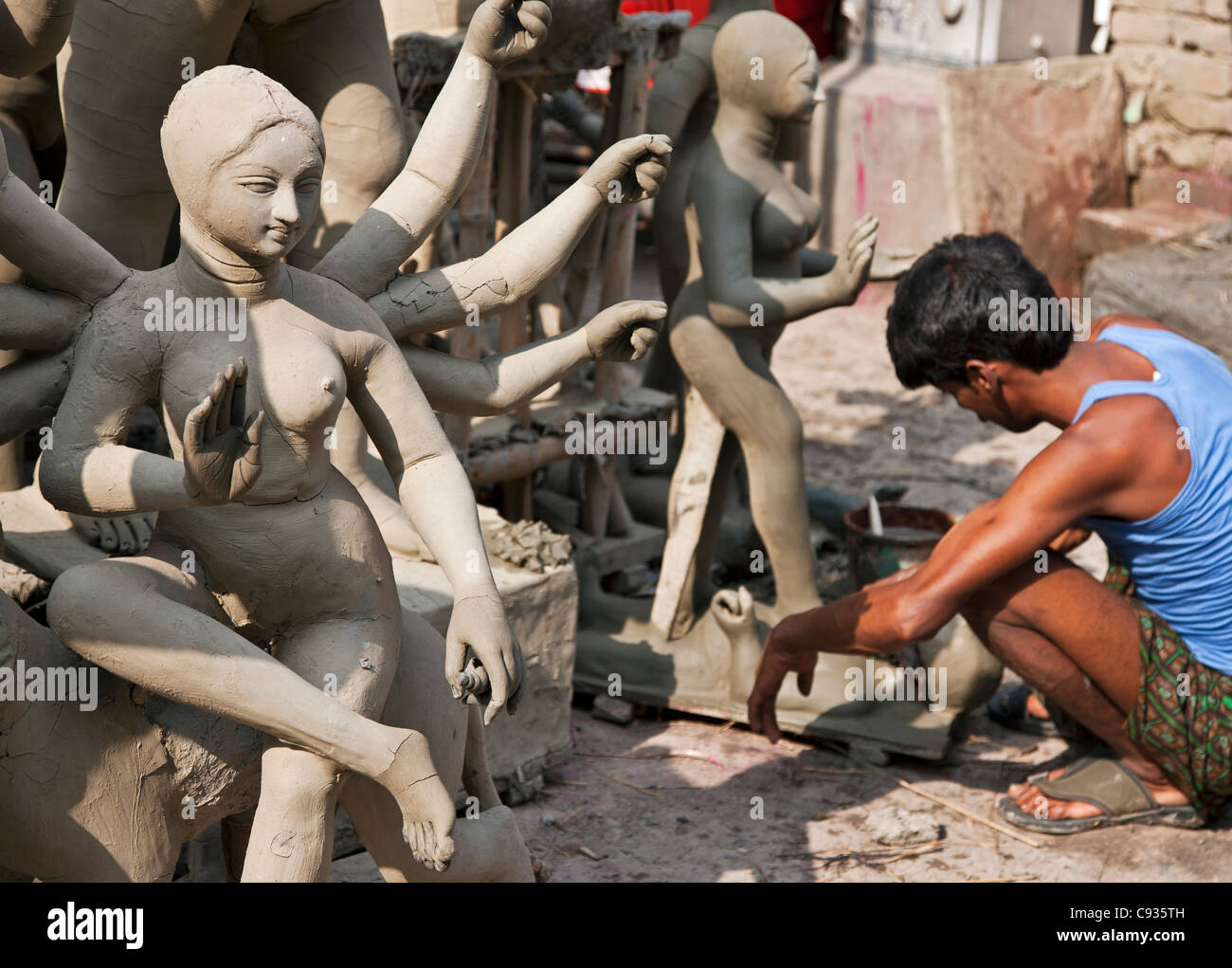 A craftsman makes religious statues in clay for Hindu temples on the outskirts of Kolkata. - Stock Image