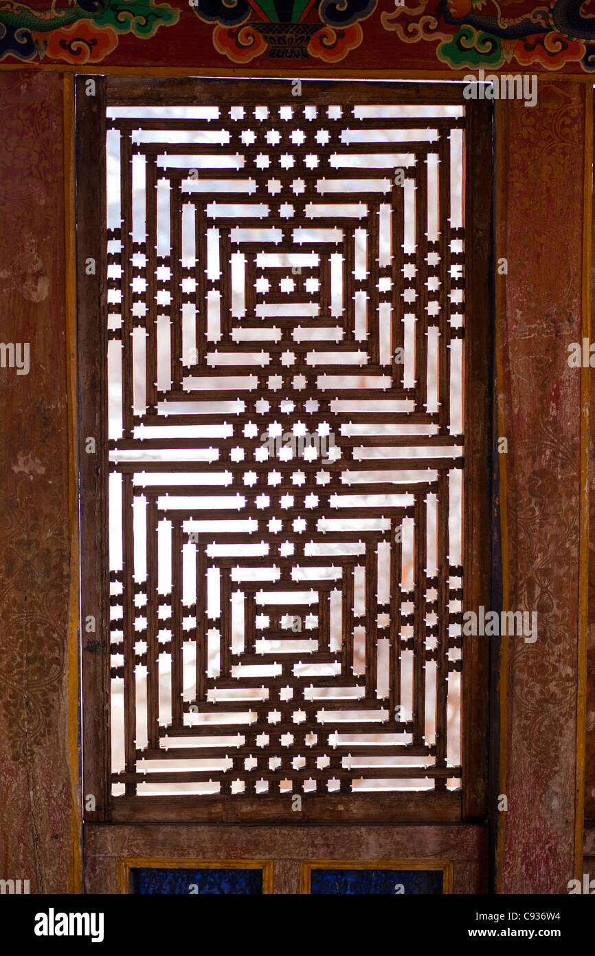 India, Ladakh, Nimmu. Traditional Ladakhi lattice window in aristocrat's old house. - Stock Image