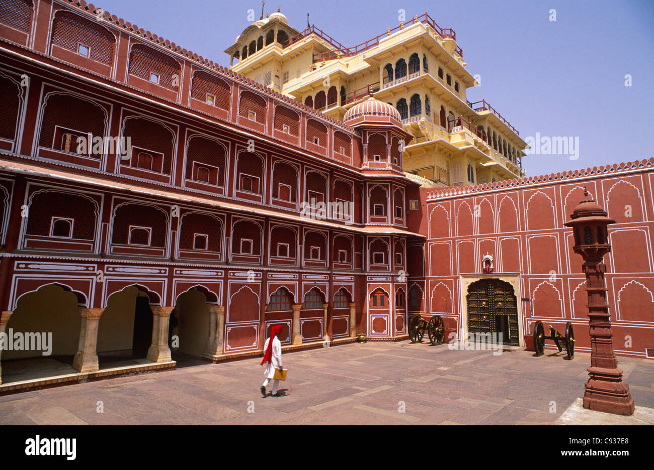 India, Rajasthan, Jaipur. The cream-coloured Chandra Mahal, in the famous City Palace in the heart of Jaipur. - Stock Image