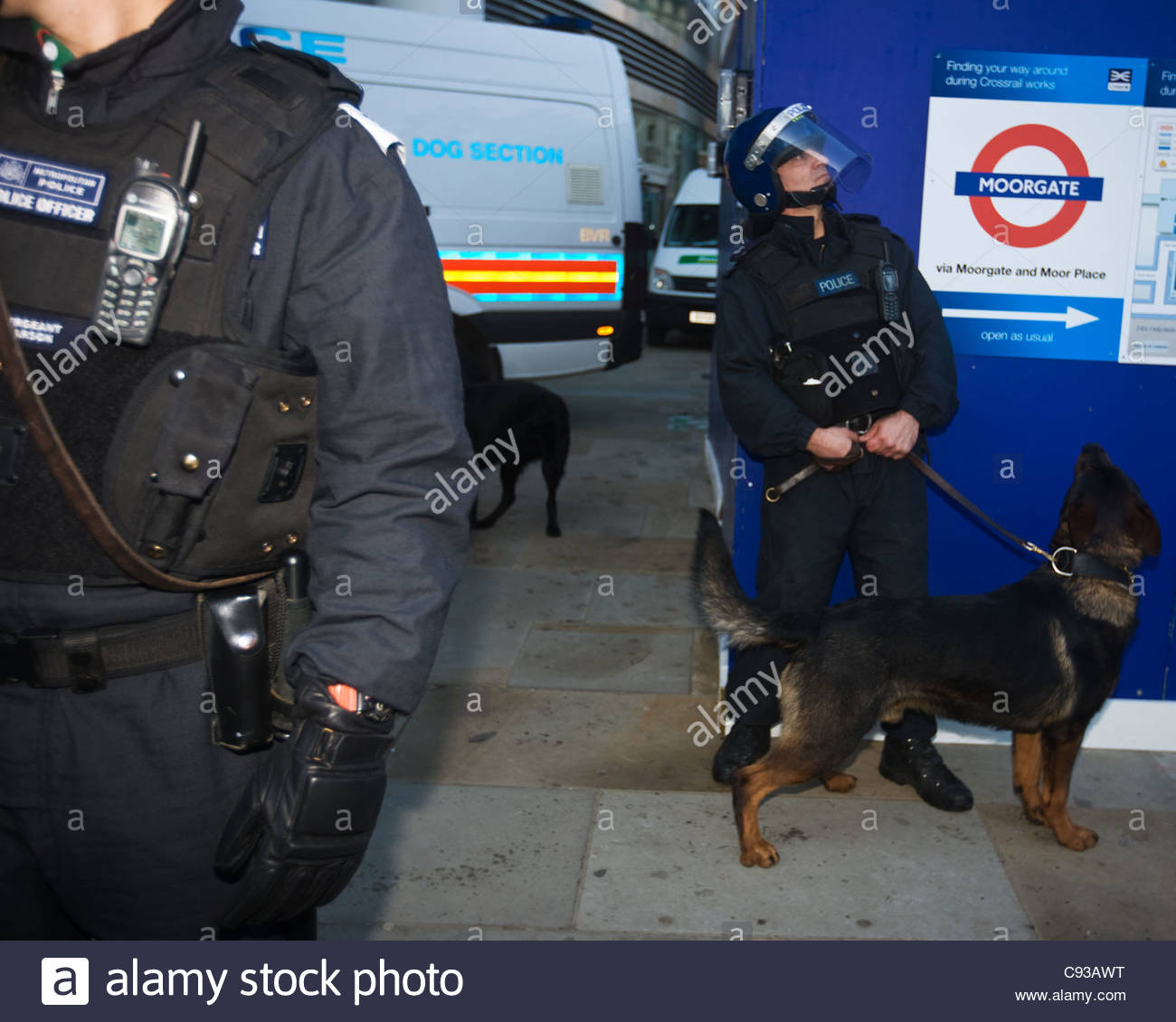 Police out in force at Moorgate with police dogs - Stock Image
