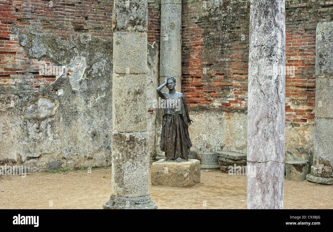 statue of actress Margarita Xirgu playing the role of Medea (escultor Eduardo Acero, Merida, Spain) - Stock Image