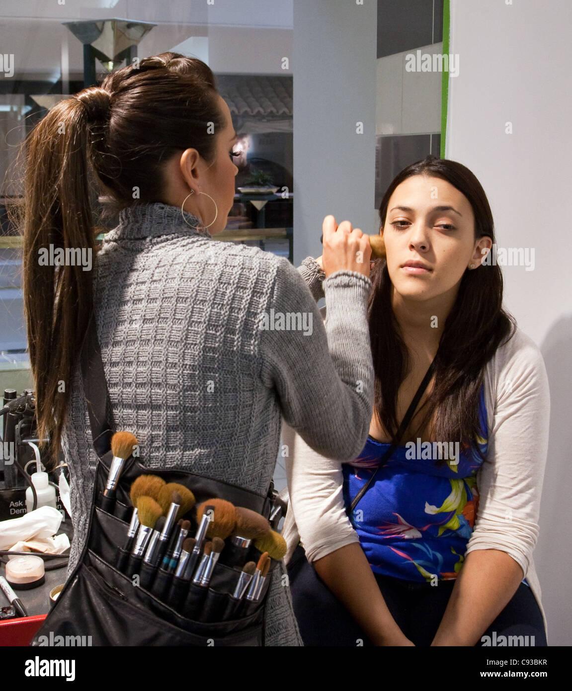 Make up artist making up a teenage girl, Montgomery Mall, Washington DC USA - Stock Image
