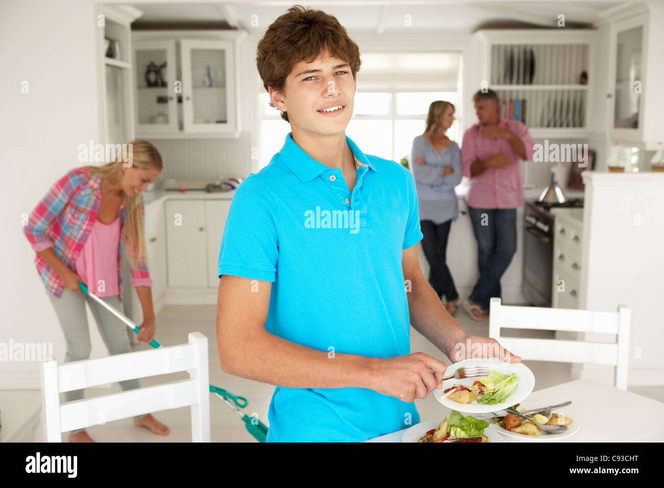 Teenagers helping with housework - Stock Image