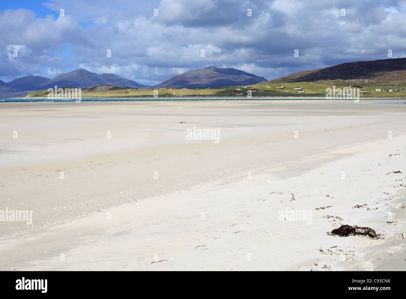Beach at Seilebost Isle of Harris, Outer Hebrides, Scotland with view to Isle Taransay in the distance - Stock Image
