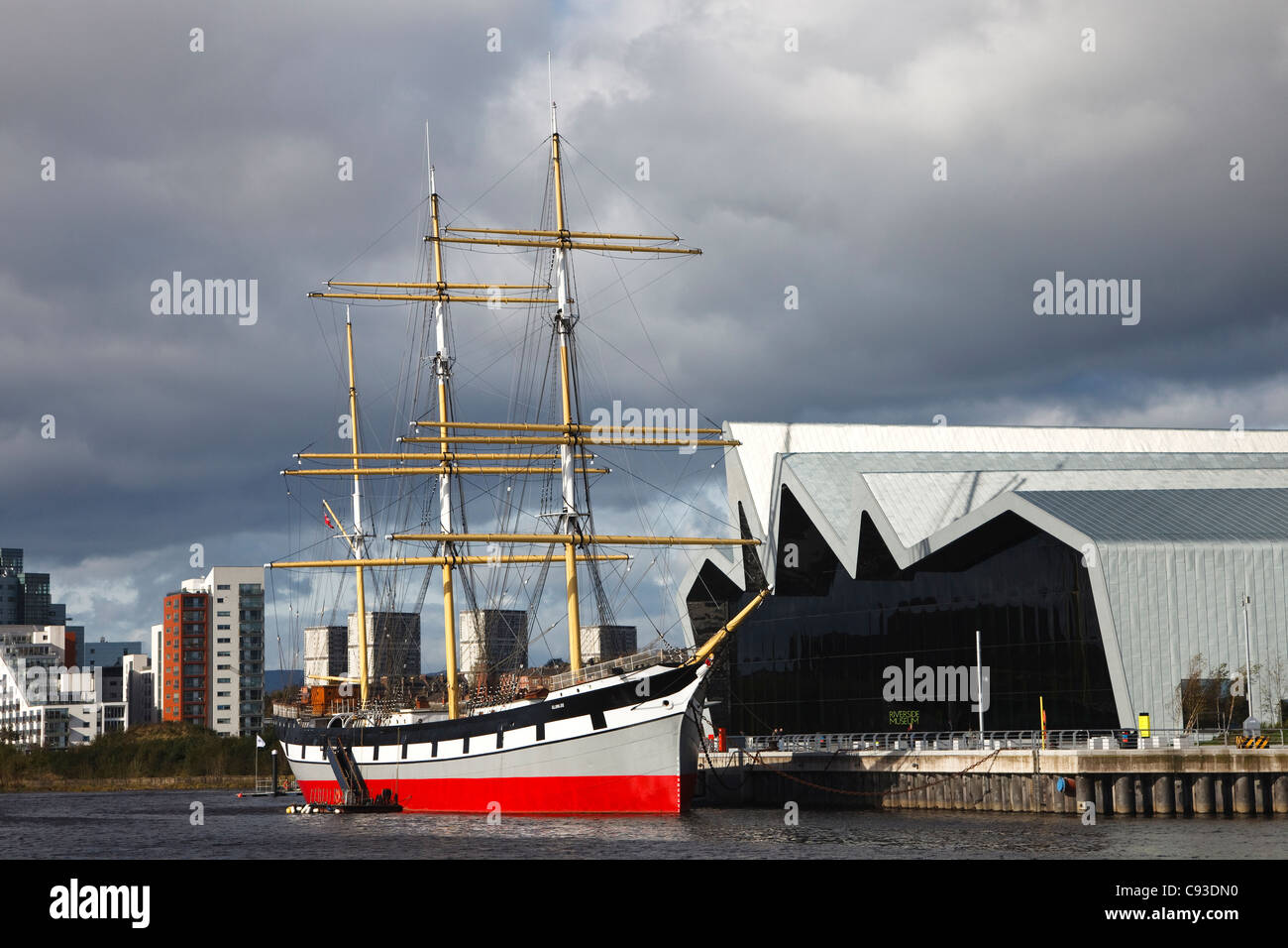 Riverside Museum, with the tall ship 'Glenlea' on the River Clyde, at Partick, Glasgow, Scotland, UK, Great - Stock Image