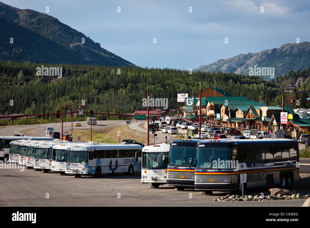 View of tour buses and tourist shop in Denali, Alaska - Stock Image