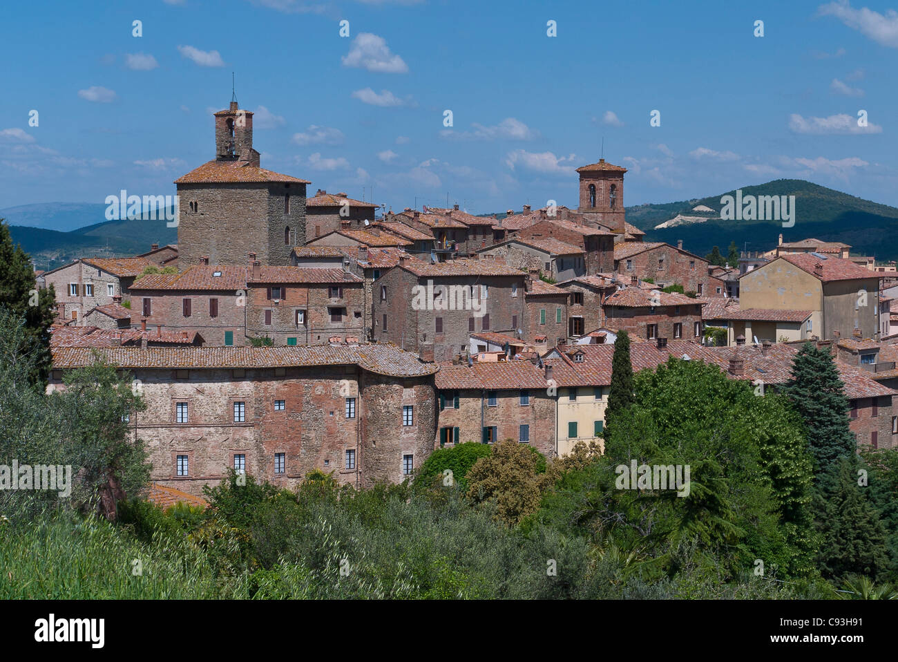 Overall view of the red tile roof lines and towers of the medieval walled town of  Panicale, Italy. - Stock Image