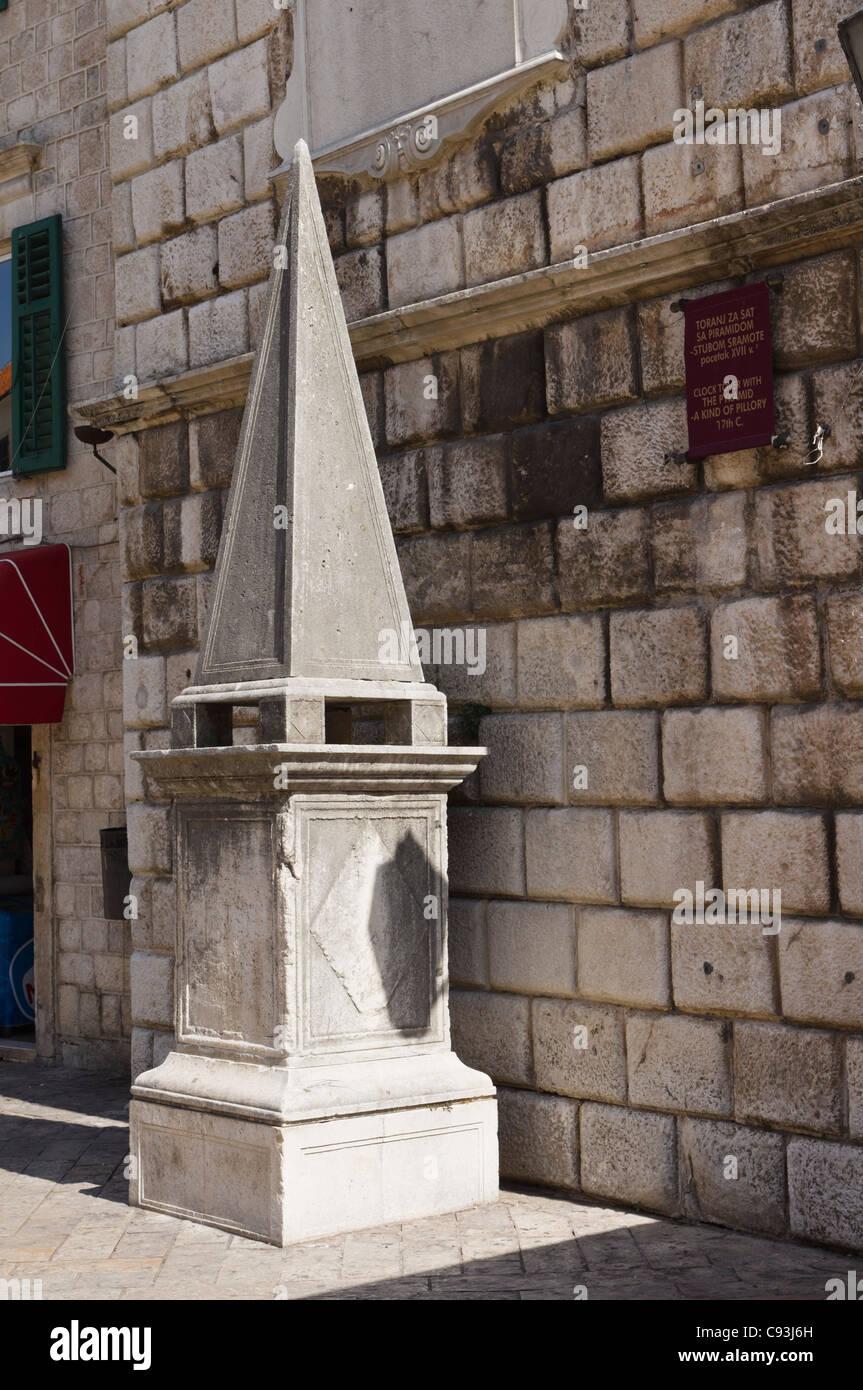 Kotor. Main square, Aruzja. Obelisk is a point for public penitence, like stocks or pillory - Stub Shrama - Stock Image