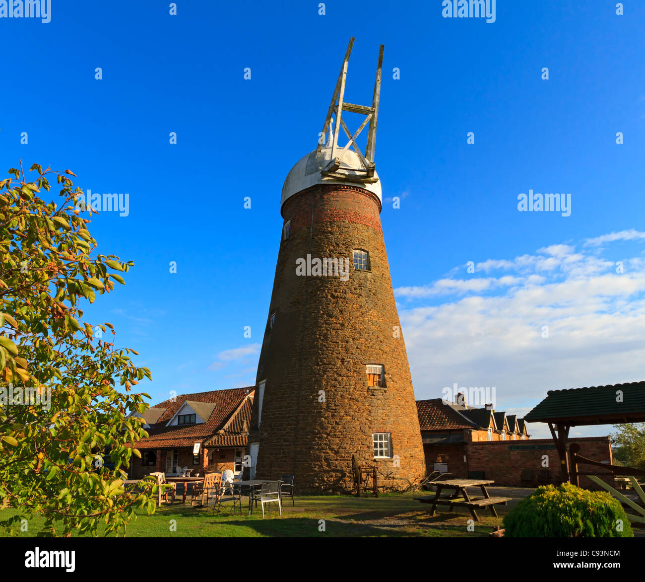 Wymondham Windmill, Leicestershire. Five storey tower mill built in 1814. Ceased operation in 1960. Partially restored. - Stock Image