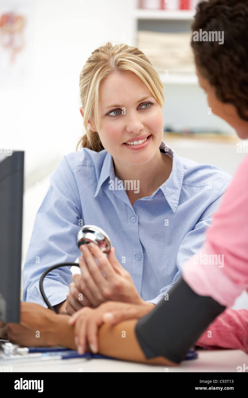 Young doctor with female patient - Stock Image