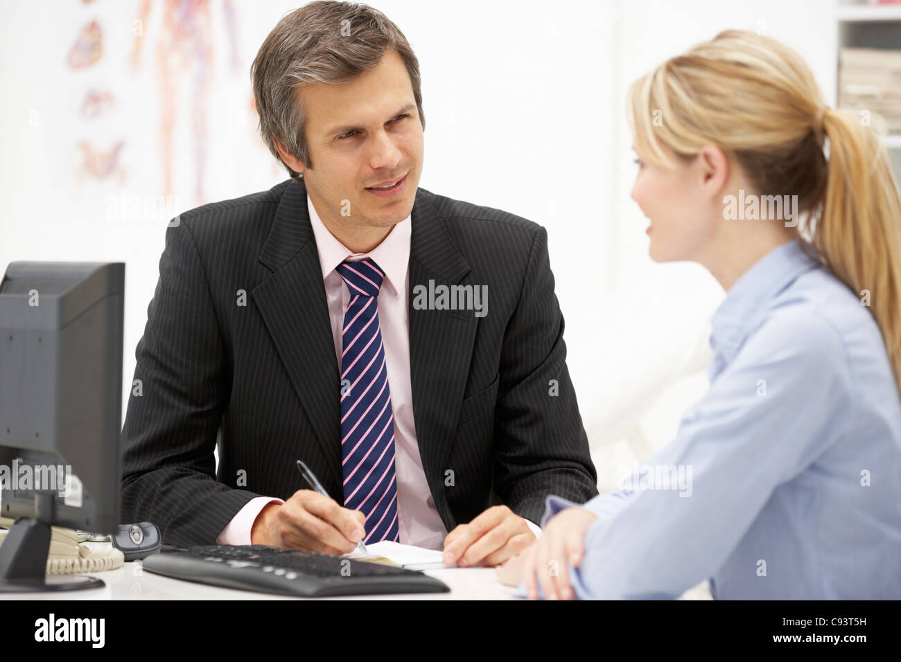 Doctor with female patient - Stock Image